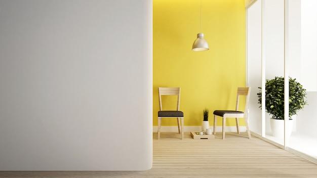 Woonkamer gele muur versieren.