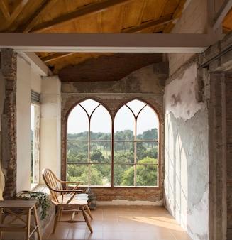 Woonkamer in ouderwets interieur om te ontspannen