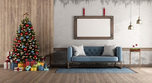 Woonkamer in retrostijl met kerstboom tegen houten paneel en blauwe klassieke bank. 3d-weergave