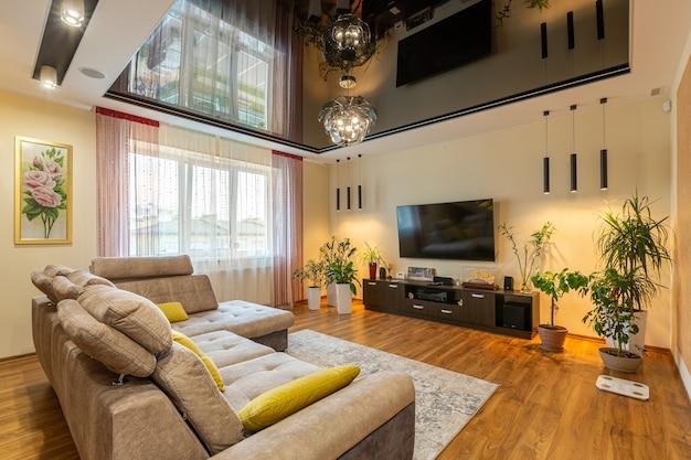 Woonkamer met meubels en tv Premium Foto