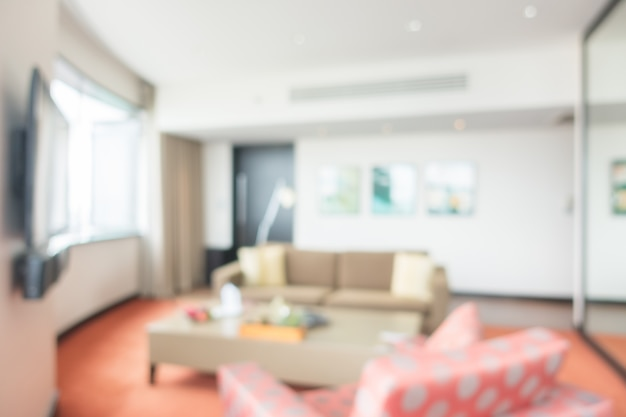 Woonkamer met tv en sofa's wazig