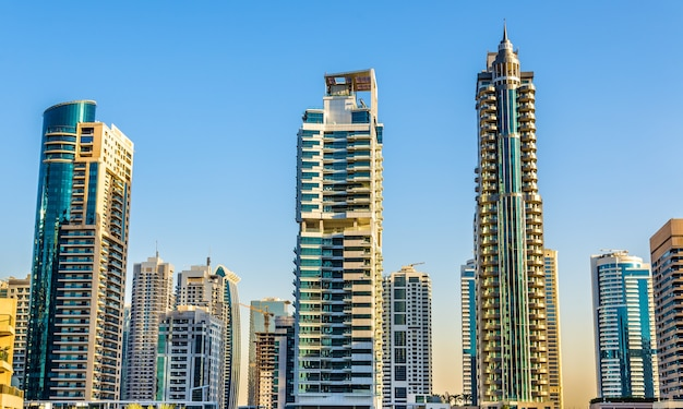 Woontorens in de wijk dubai marina, verenigde arabische emiraten