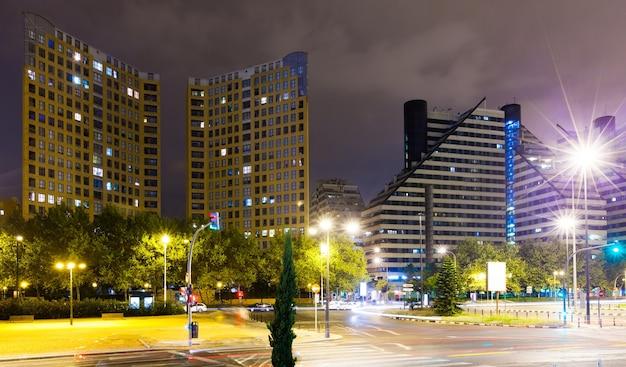 Woonwijk in de nacht. valencia