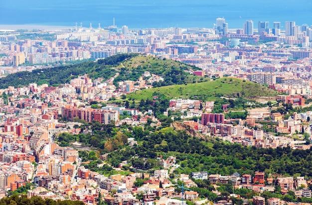 Woonwijken van barcelona vanaf de berg