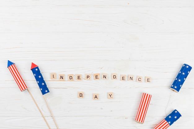 Woorden independence day met vuurwerk