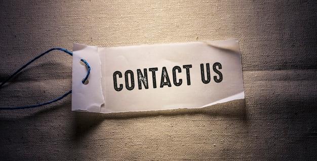 Woorden met contact met ons op business concept idee