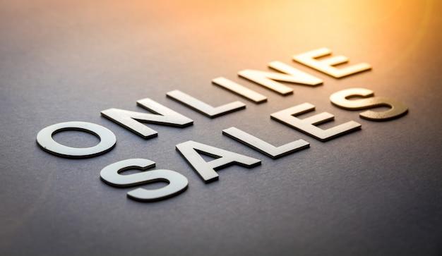 Word online verkoop geschreven met witte stevige letters