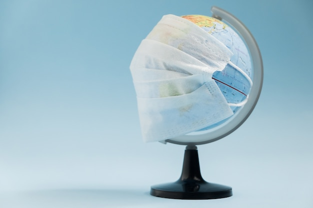 World corona virus aanval concept. world earth put mask to fight against corona virus.