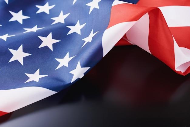 Wuivende nationale vlag van de vs