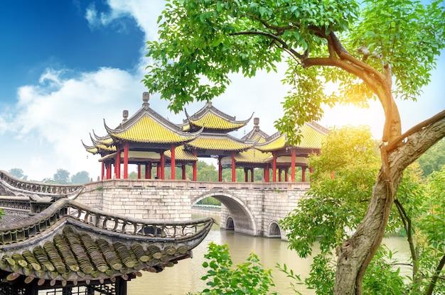 Wuting bridge en meerlandschap