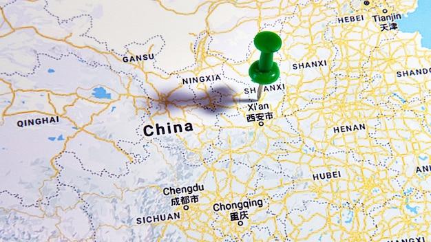 Xi'an, china op een kaart met een gekleurde speld