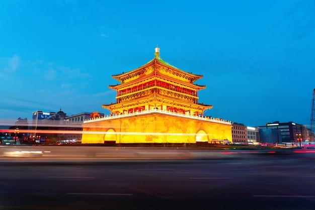 Xi'an, het startpunt van de oude zijderoute, prachtige klokkentoren 's nachts, china