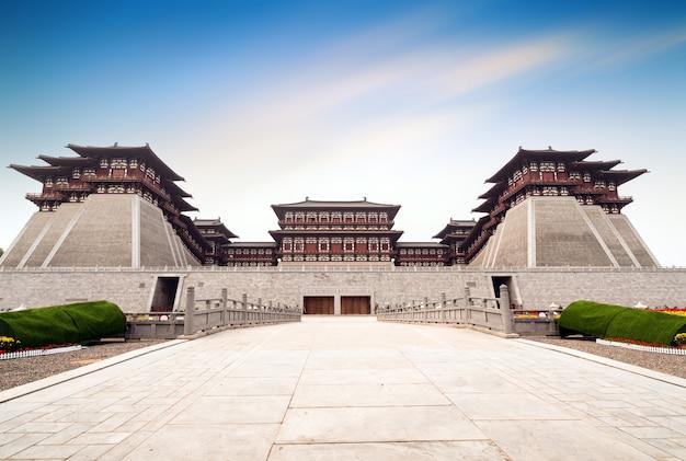 Yingtian gate is de zuidelijke poort van luoyang city in de sui- en tang-dynastieën. het is gebouwd in 605.