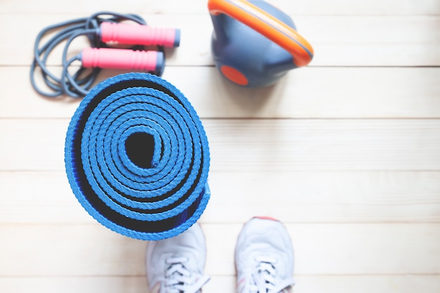 Yoga en fitness achtergrond met kopie ruimte. bovenaanzicht gezonde levensstijl concept.