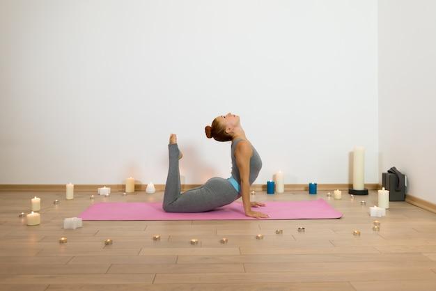 Yoga onder kaarsen