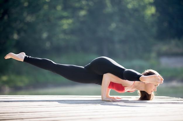 Yoga staat aan de sage koundinya ii toegewijd
