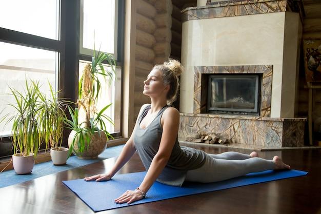 Yoga thuis: cobra pose