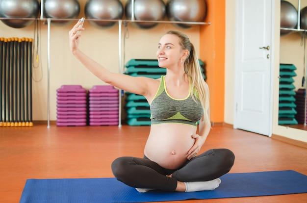 Yoga voor zwangere vrouwen.