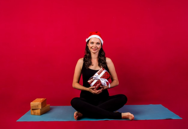 Yoga vrouw uitoefenen op mat