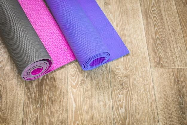 Yogamat op houten.