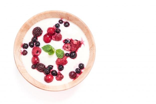 Yoghurt met gemengde bessen