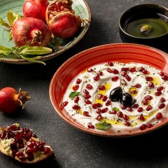 Yoghurt met granaatappel en olijfolie