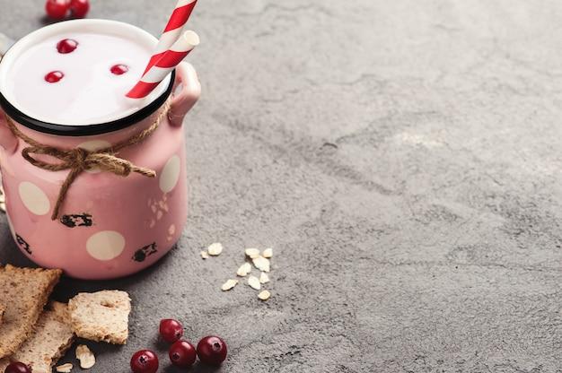 Yoghurt met muesli en bessen