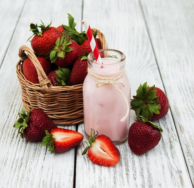 Yoghurt met verse aardbeien