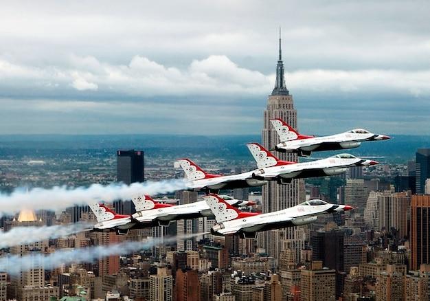 York vliegtuigen fomrationsflug straaljagers nieuwe
