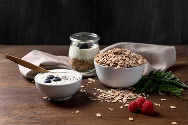 Yougurt met granola en bes