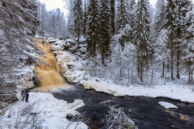 Yukankoski waterval witte bruggen kulismayoki rivier rusland karelië