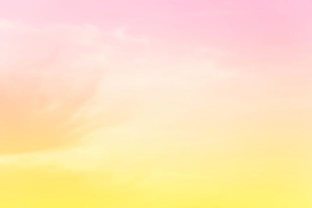 Zacht bewolkt is gradiëntpastelkleur, abstracte hemelachtergrond in zoete kleur.