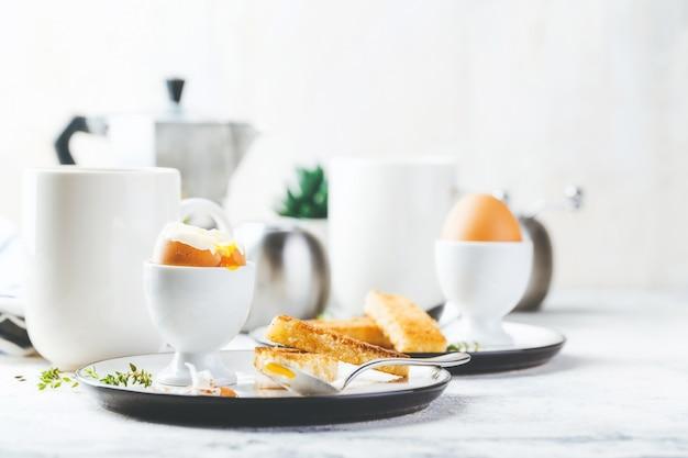 Zacht gekookt ei voor het ontbijt