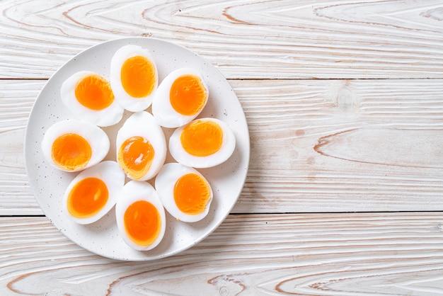 Zacht gekookte eieren Premium Foto