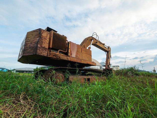 Zacht van focus. makro backhoe excavator de oude staat kan niet meer worden gebruikt.
