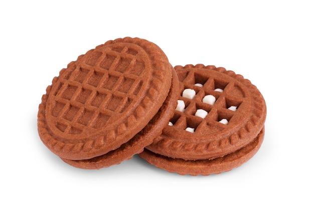 Zachte donkere chocolade brownie koekjes op wit