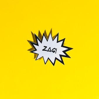 Zag! witte komische tekstballon met zwarte rand op gele achtergrond