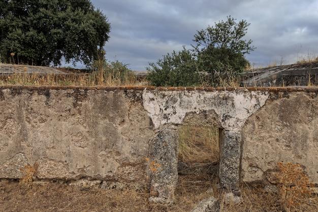 Zahurda oude varkensstal ingang