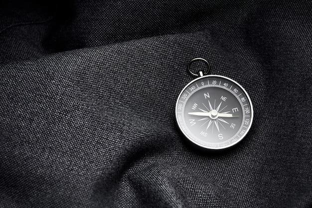 Zak compas. kompas voor een avontuur in de natuur.
