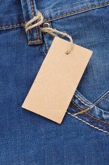 Zak met prijskaartje en jeansstructuur