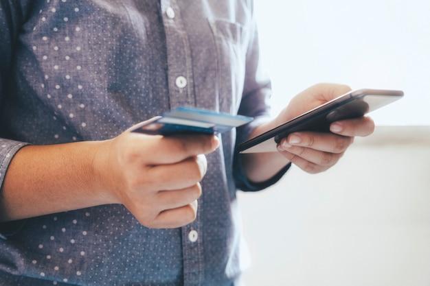 Zakelijk online winkelen en online bankieren concept.