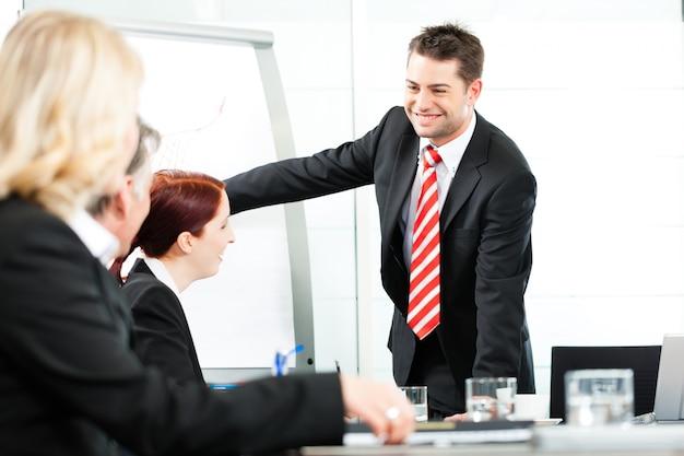 Zakelijk - presentatie binnen een team