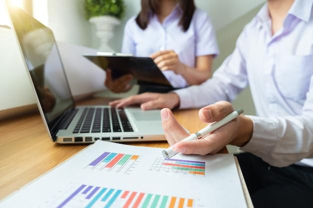Zakelijk project teamwork plan nieuw startup project finance managers meeting