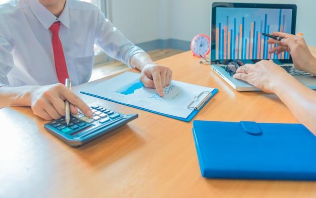 Zakelijk werkconcept planning, teamwork voor succesorganisatie. selectieve focus en zachte flare filter.