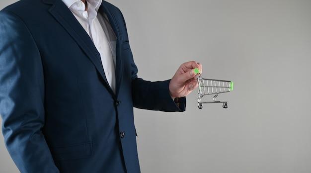 Zakelijk winkelconcept, pak en inkoop