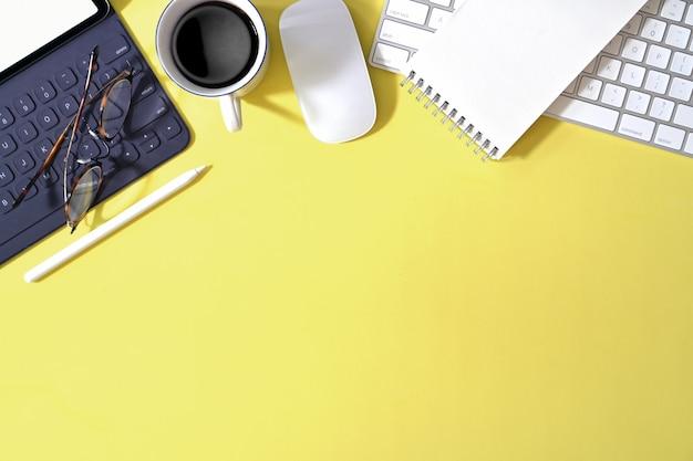 Zakelijke benodigdheden en kantoorbenodigdheden plat leggen