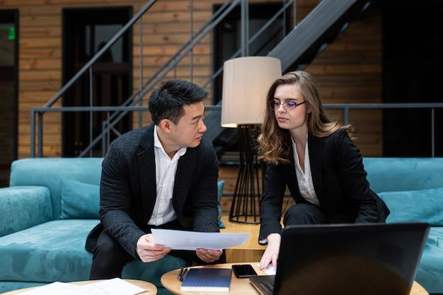 Zakelijke bijeenkomst twee zakenlieden
