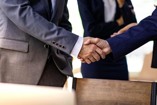 Zakelijke deal handshake