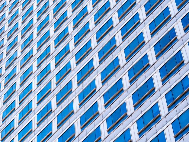 Zakelijke kantoorgebouw wolkenkrabber met vensterglas