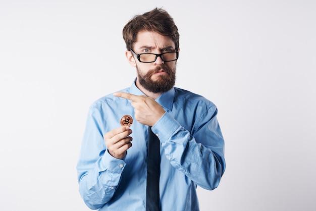 Zakelijke man overhemden met stropdas cryptogeld technologie financiën